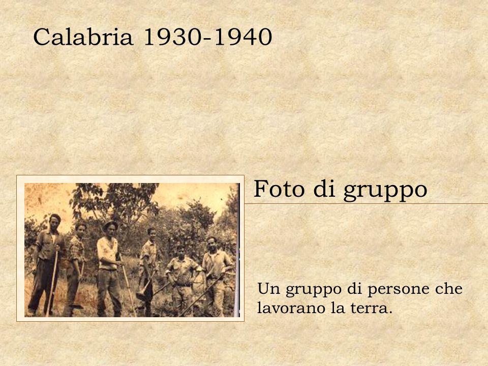 Calabria 1930-1940 Foto di gruppo Un gruppo di persone che lavorano la terra.