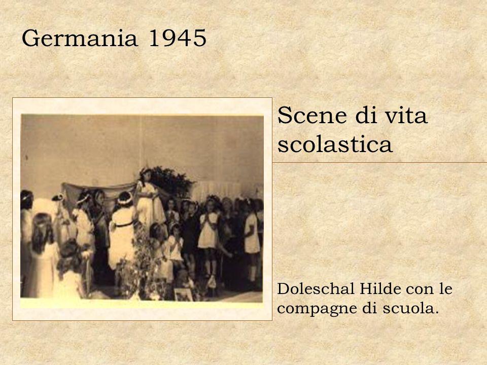 Germania 1945 Scene di vita scolastica Doleschal Hilde con le compagne di scuola.