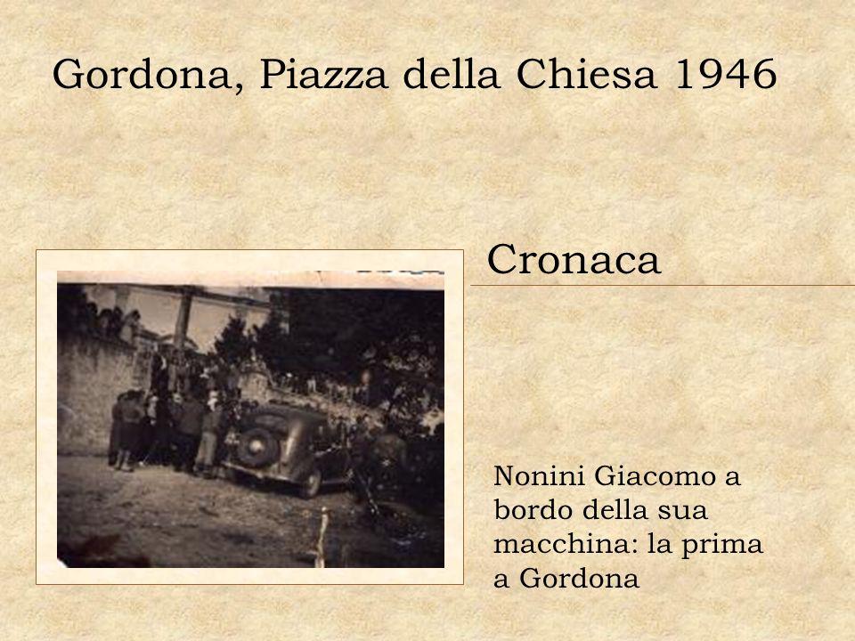 Gordona, Piazza della Chiesa 1946 Cronaca Nonini Giacomo a bordo della sua macchina: la prima a Gordona