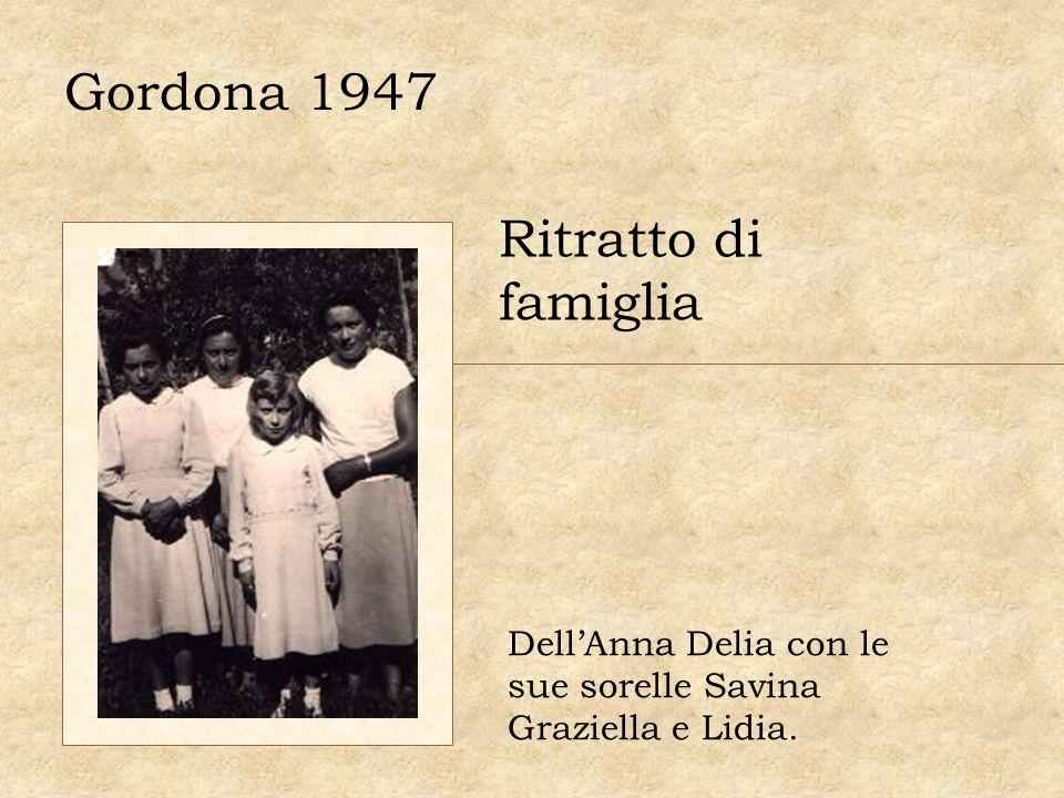 Gordona 1947 Ritratto di famiglia DellAnna Delia con le sue sorelle Savina Graziella e Lidia.