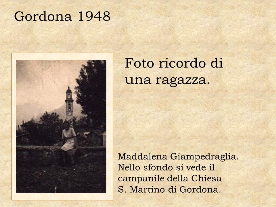 Foto ricordo di una ragazza. Gordona 1948 Maddalena Giampedraglia. Nello sfondo si vede il campanile della Chiesa S. Martino di Gordona.