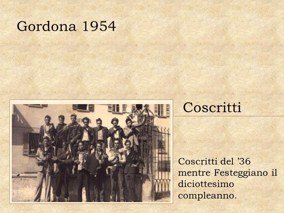 Gordona 1954 Coscritti Coscritti del 36 mentre Festeggiano il diciottesimo compleanno.
