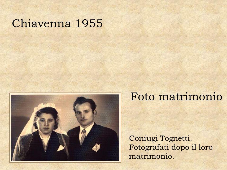 Chiavenna 1955 Foto matrimonio Coniugi Tognetti. Fotografati dopo il loro matrimonio.