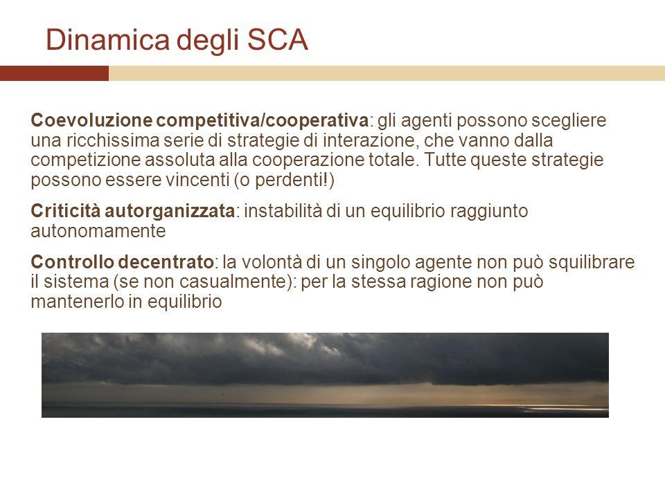 Dinamica degli SCA Coevoluzione competitiva/cooperativa: gli agenti possono scegliere una ricchissima serie di strategie di interazione, che vanno dal
