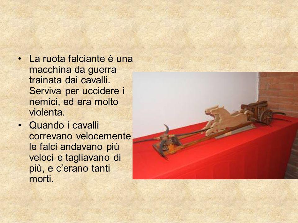 La ruota falciante è una macchina da guerra trainata dai cavalli. Serviva per uccidere i nemici, ed era molto violenta. Quando i cavalli correvano vel