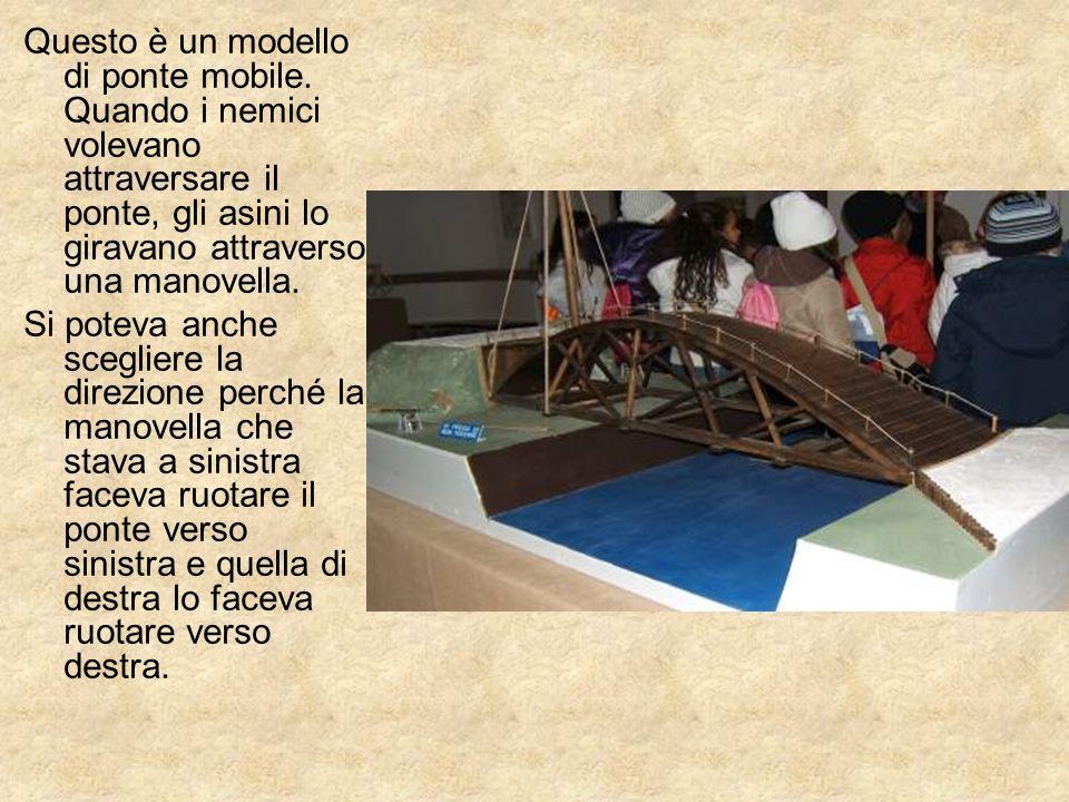 Questo è un modello di ponte mobile. Quando i nemici volevano attraversare il ponte, gli asini lo giravano attraverso una manovella. Si poteva anche s