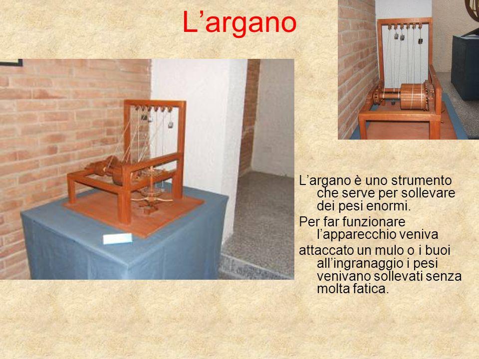 Largano Largano è uno strumento che serve per sollevare dei pesi enormi. Per far funzionare lapparecchio veniva attaccato un mulo o i buoi allingranag