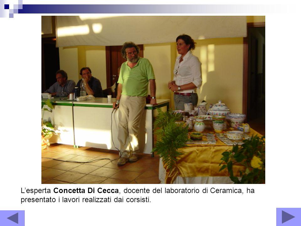Lesperta Concetta Di Cecca, docente del laboratorio di Ceramica, ha presentato i lavori realizzati dai corsisti.