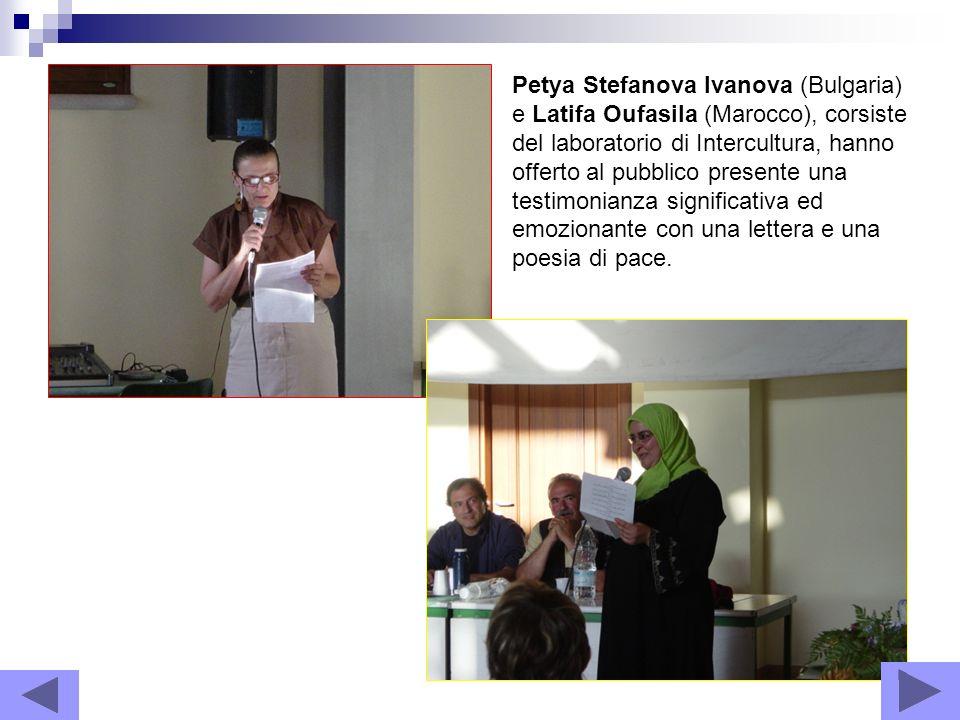 Petya Stefanova Ivanova (Bulgaria) e Latifa Oufasila (Marocco), corsiste del laboratorio di Intercultura, hanno offerto al pubblico presente una testi