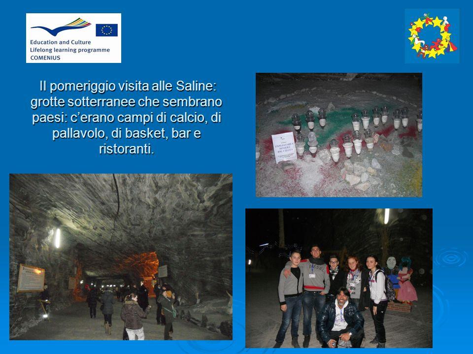 Il pomeriggio visita alle Saline: grotte sotterranee che sembrano paesi: cerano campi di calcio, di pallavolo, di basket, bar e ristoranti.