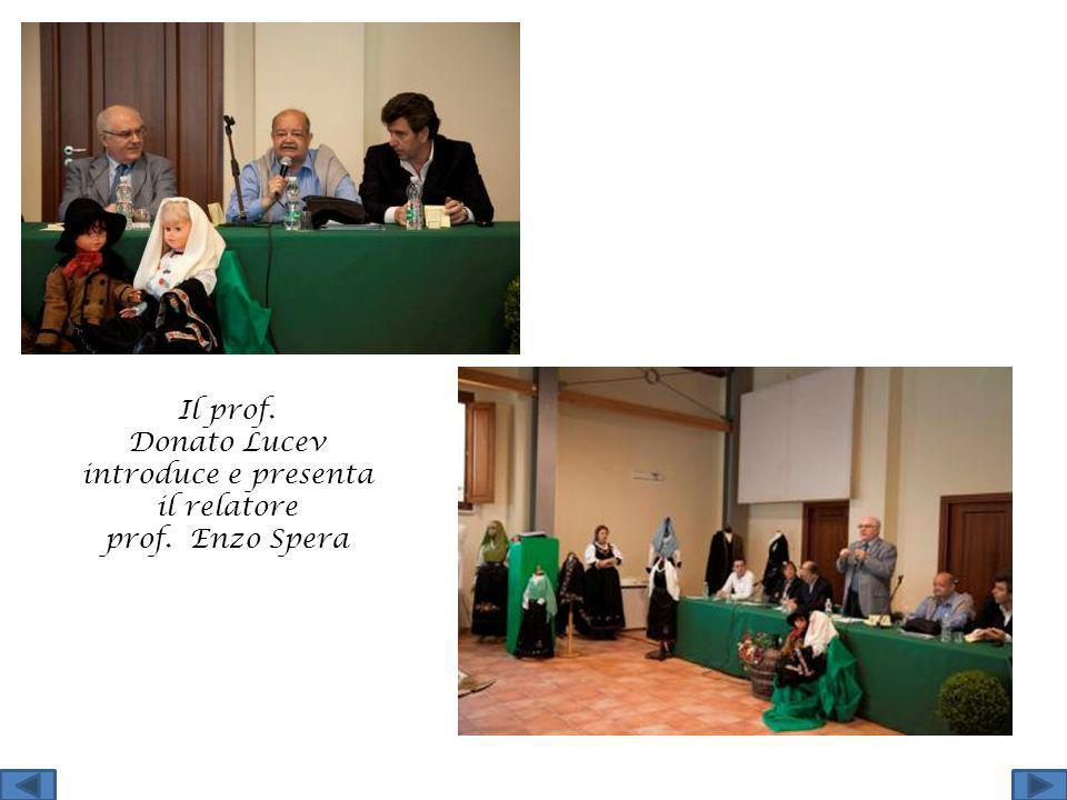 Il prof. Donato Lucev introduce e presenta il relatore prof. Enzo Spera