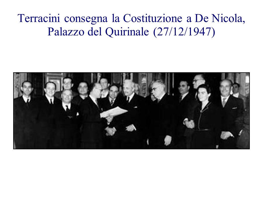 Terracini consegna la Costituzione a De Nicola, Palazzo del Quirinale (27/12/1947)