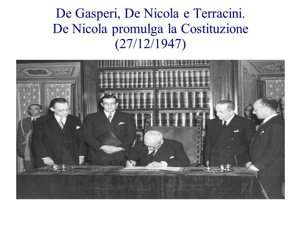 De Gasperi, De Nicola e Terracini. De Nicola promulga la Costituzione (27/12/1947)