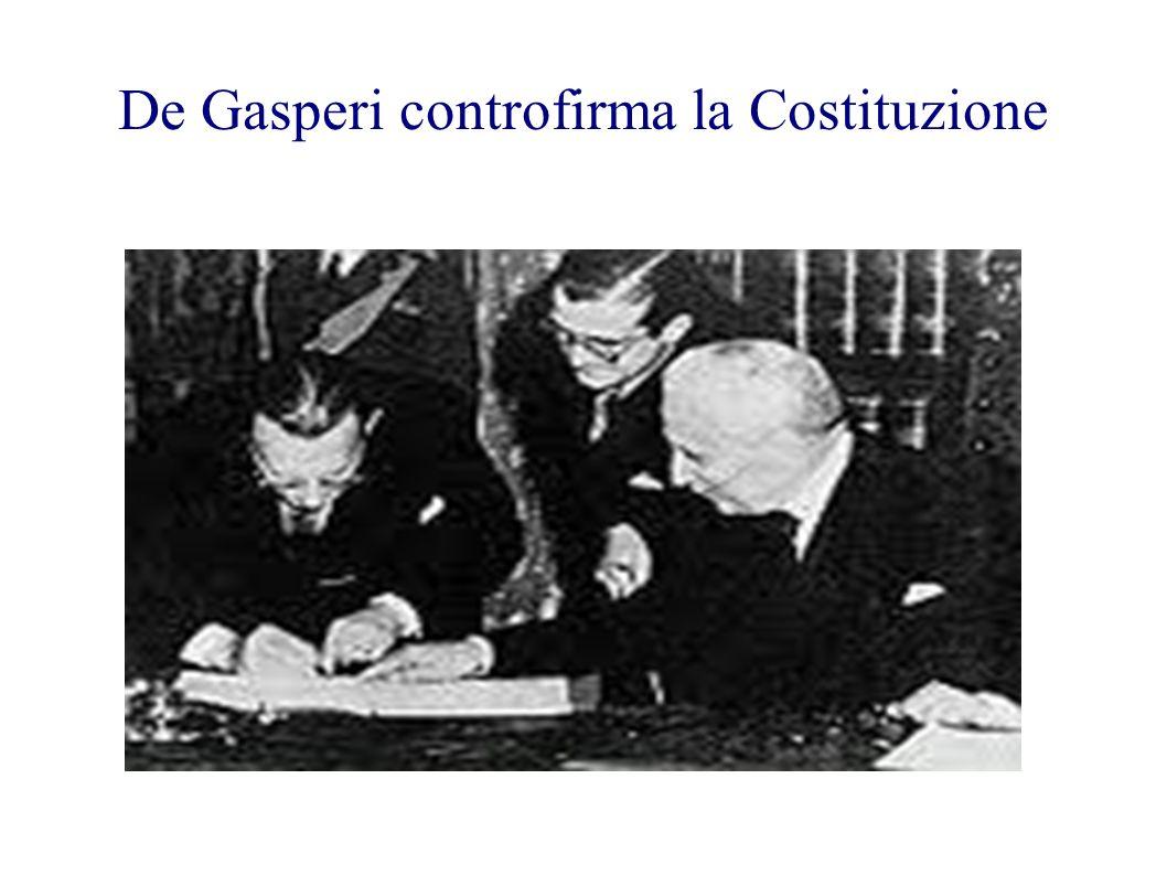 Costituzione: uno dei tre originali. Prima pagina (rubrica, preambolo, principi fondamentali)