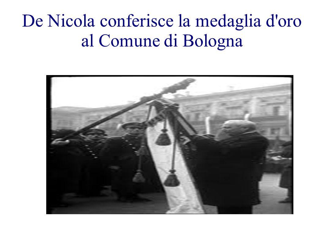 De Nicola conferisce la medaglia d'oro al Comune di Bologna