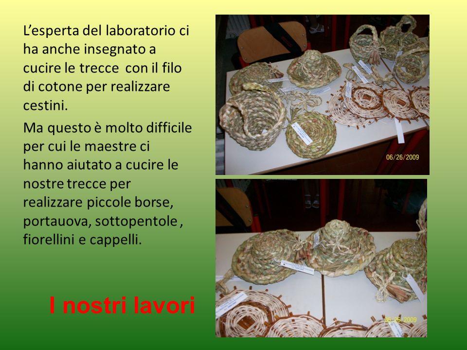 Lesperta del laboratorio ci ha anche insegnato a cucire le trecce con il filo di cotone per realizzare cestini. Ma questo è molto difficile per cui le