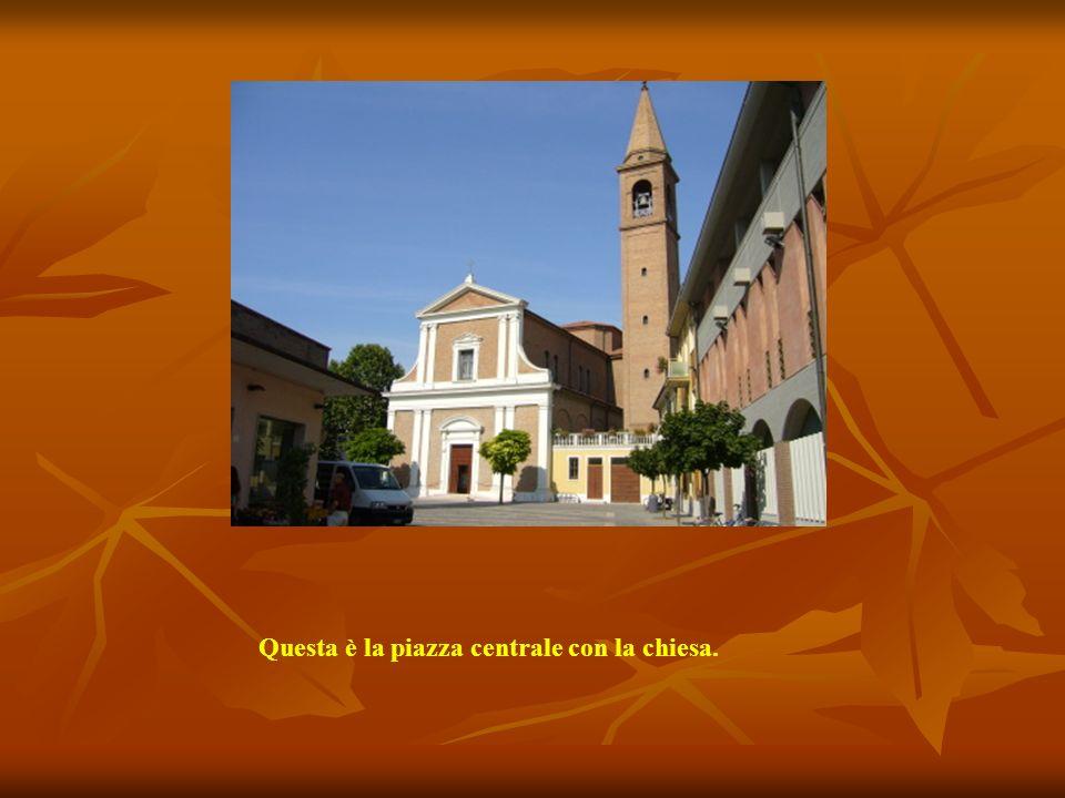 Questo è il municipio. E' una costruzione del XVIII secolo. In origine era un centro di soggiorno estivo delle suore Orsoline di Rimini. Fu acquista d