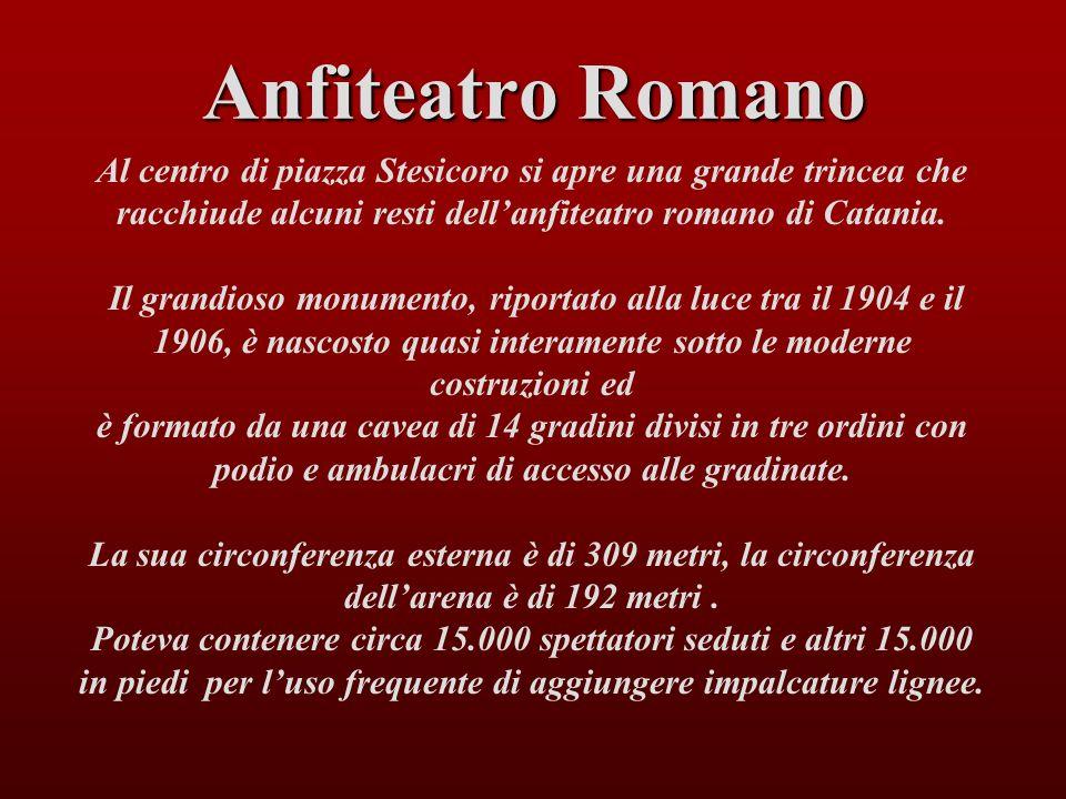 Al centro di piazza Stesicoro si apre una grande trincea che racchiude alcuni resti dellanfiteatro romano di Catania. Il grandioso monumento, riportat