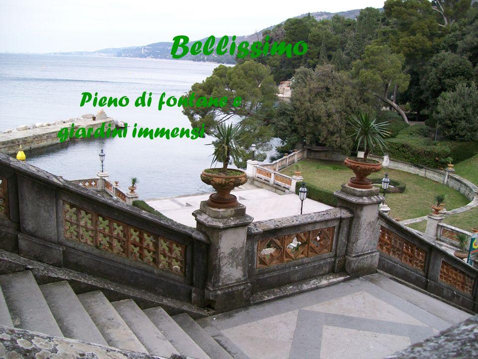 Bellissimo Pieno di fontane e giardini immensi
