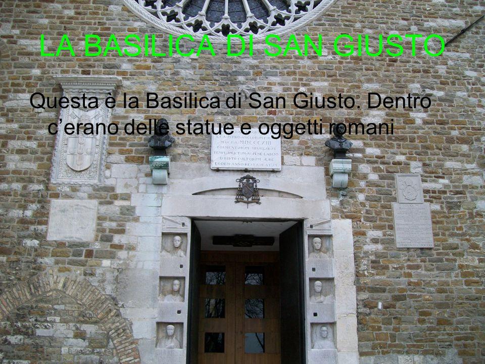 LA BASILICA DI SAN GIUSTO Questa è la Basilica di San Giusto. Dentro cerano delle statue e oggetti romani
