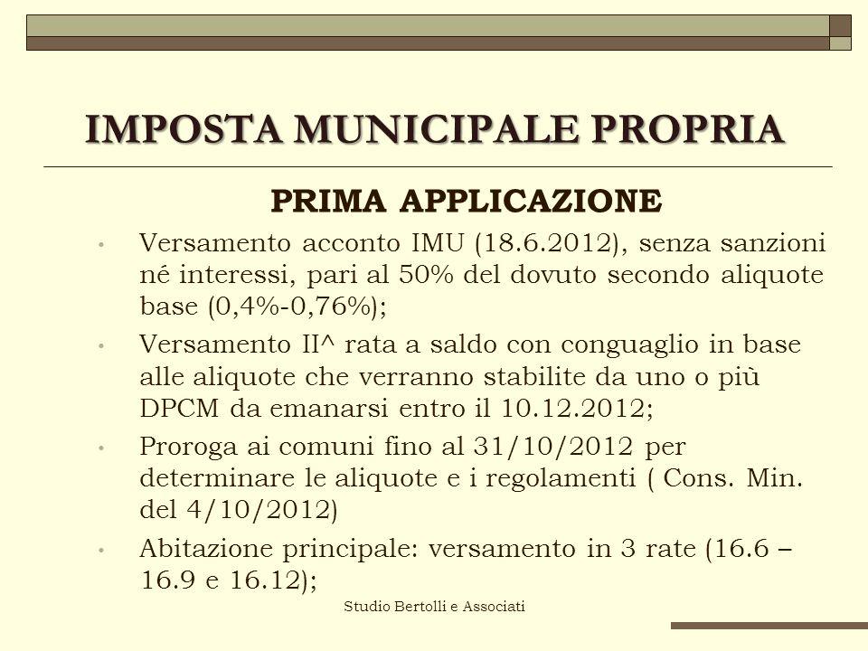 IMPOSTA MUNICIPALE PROPRIA PRIMA APPLICAZIONE Versamento acconto IMU (18.6.2012), senza sanzioni né interessi, pari al 50% del dovuto secondo aliquote base (0,4%-0,76%); Versamento II^ rata a saldo con conguaglio in base alle aliquote che verranno stabilite da uno o più DPCM da emanarsi entro il 10.12.2012; Proroga ai comuni fino al 31/10/2012 per determinare le aliquote e i regolamenti ( Cons.