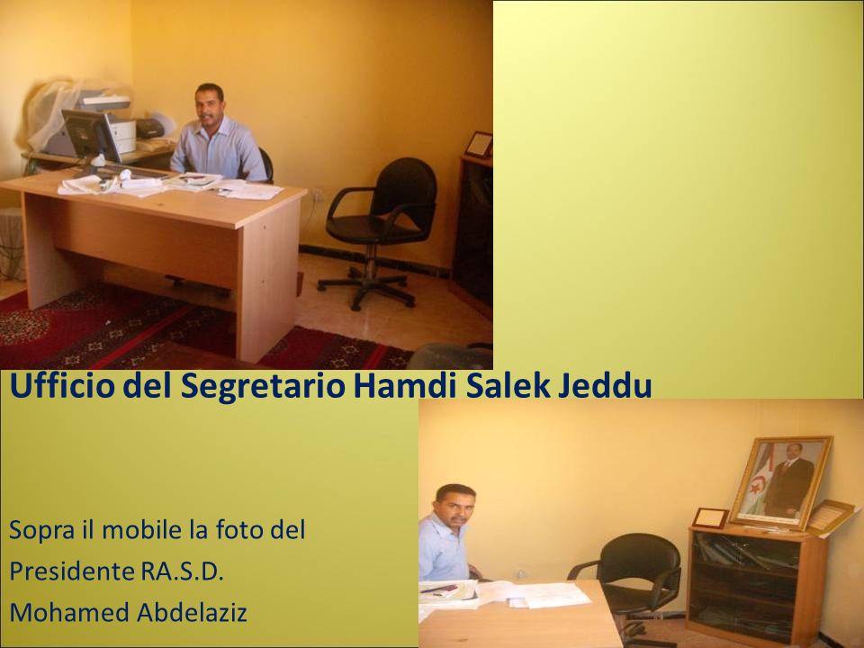 Ufficio del Segretario Hamdi Salek Jeddu Sopra il mobile la foto del Presidente RA.S.D. Mohamed Abdelaziz