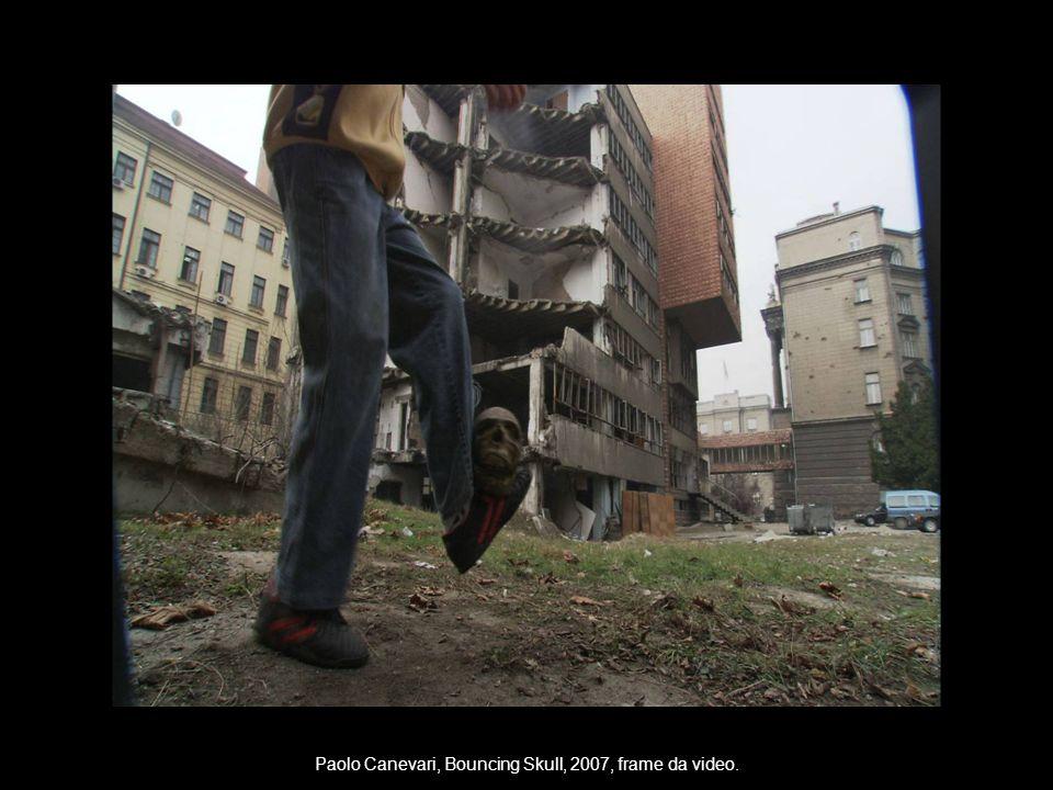 Paolo Canevari, Bouncing Skull, 2007, frame da video.