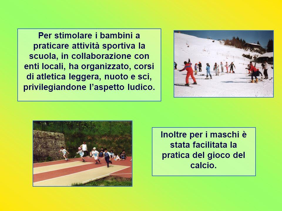 Per stimolare i bambini a praticare attività sportiva la scuola, in collaborazione con enti locali, ha organizzato, corsi di atletica leggera, nuoto e