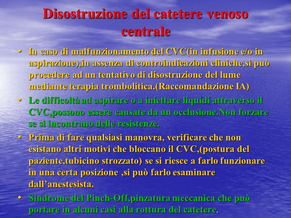 Mantenimento della pervietà Tutti i CVC,esclusi i totalmente impiantabili, se non utilizzati devono essere lavati ogni 7 giorni(RaccomandazioneII) Tut