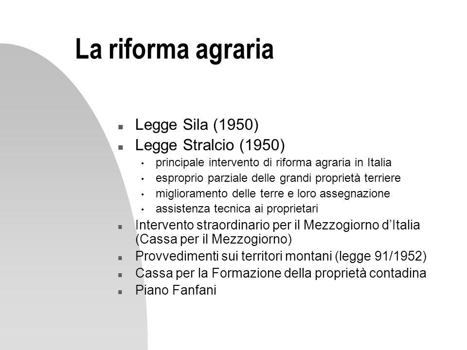 La riforma agraria n Legge Sila (1950) n Legge Stralcio (1950) principale intervento di riforma agraria in Italia esproprio parziale delle grandi prop