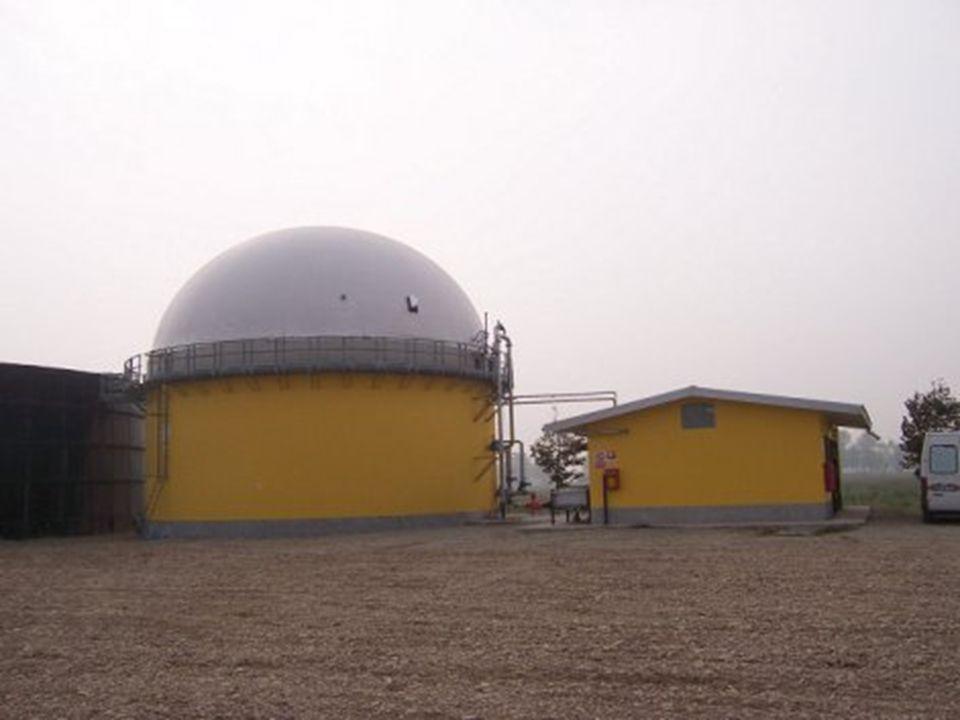 Biocombustibili: Biodiesel Il biodiesel è un biocombustibile liquido utilizzato come carburante in autotrazione e come combustibile nel riscaldamento Il biodiesel si ottiene a partire dalla spremitura di semi oleosi di girasole, colza, soia e da una successiva trasformazione detta transesterificazione