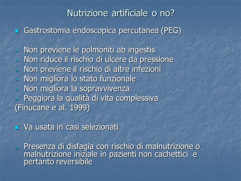 Nutrizione artificiale o no? Gastrostomia endoscopica percutanea (PEG) Gastrostomia endoscopica percutanea (PEG) Non previene le polmoniti ab ingestis