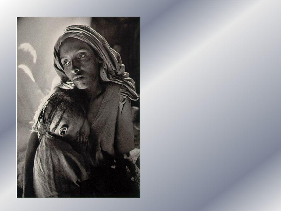 Madre dolcissima, tu che hai sperimentato, come Cristo sulla croce, il silenzio di Dio non ti allontanare dal nostro fianco nellora della prova. Madre