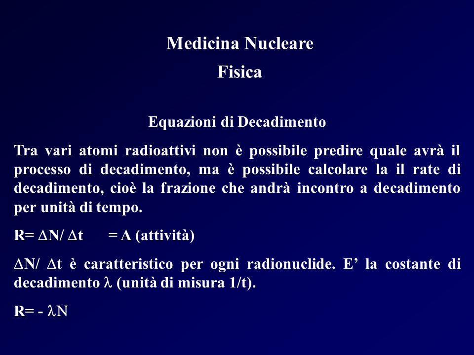 Medicina Nucleare Fisica Equazioni di Decadimento Tra vari atomi radioattivi non è possibile predire quale avrà il processo di decadimento, ma è possi