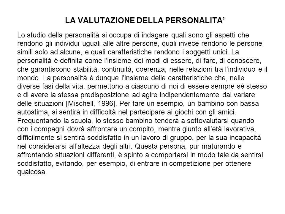 LA VALUTAZIONE DELLA PERSONALITA Lo studio della personalità si occupa di indagare quali sono gli aspetti che rendono gli individui uguali alle altre