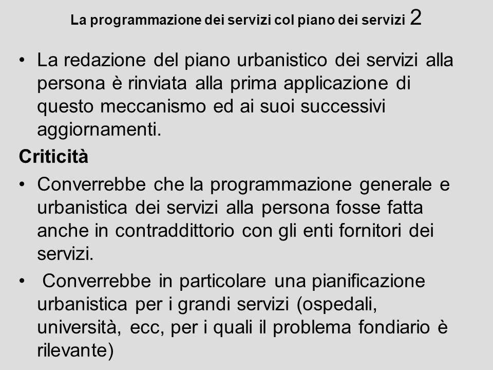 La programmazione dei servizi col piano dei servizi 2 La redazione del piano urbanistico dei servizi alla persona è rinviata alla prima applicazione d