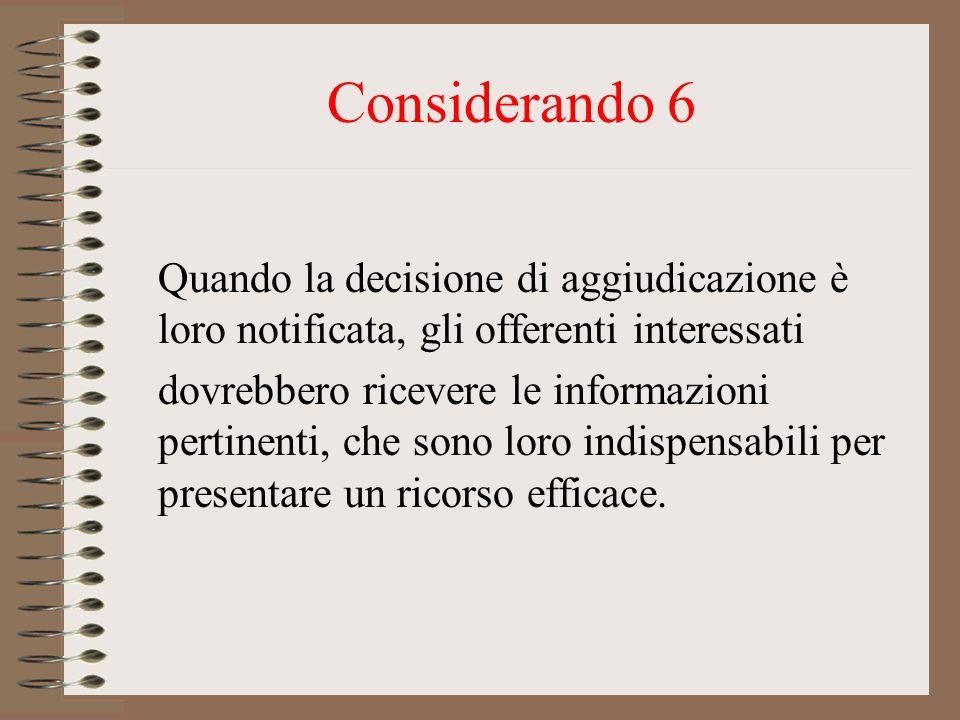 Considerando 6 Quando la decisione di aggiudicazione è loro notificata, gli offerenti interessati dovrebbero ricevere le informazioni pertinenti, che sono loro indispensabili per presentare un ricorso efficace.