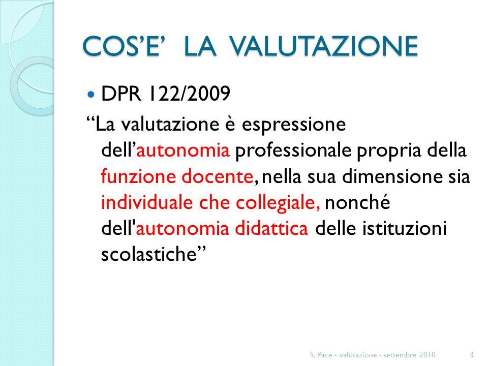 COSE LA VALUTAZIONE DPR 122/2009 La valutazione è espressione dellautonomia professionale propria della funzione docente, nella sua dimensione sia ind
