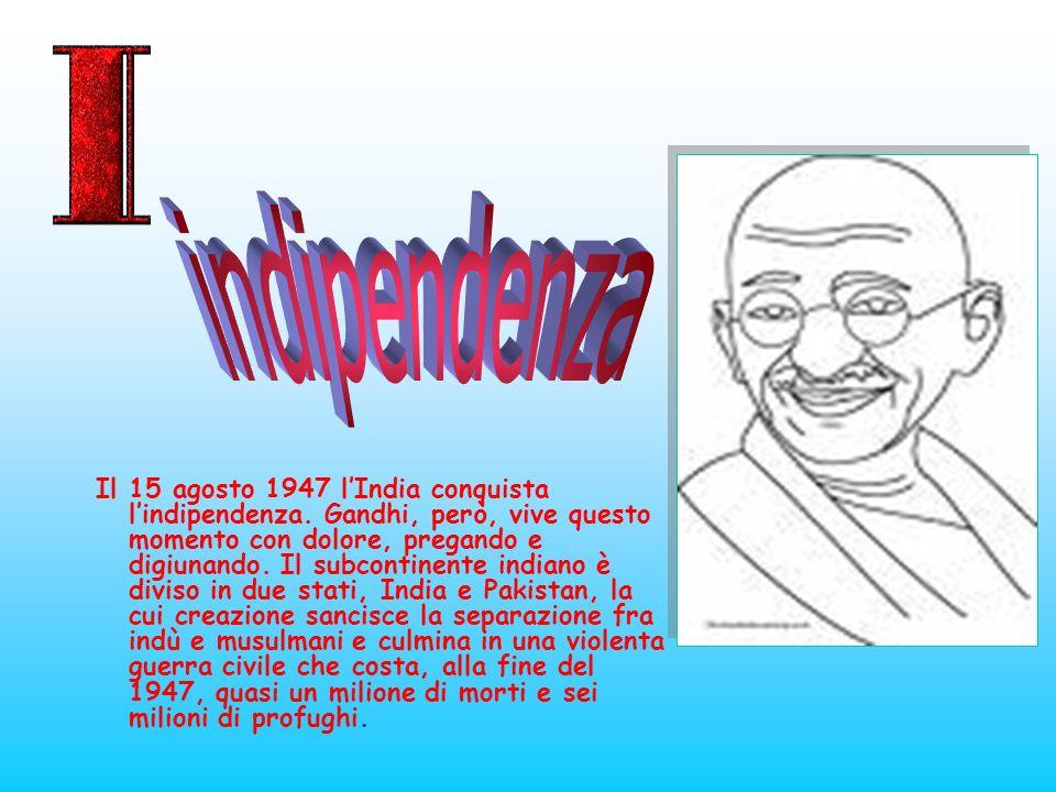 Il 15 agosto 1947 lIndia conquista lindipendenza. Gandhi, però, vive questo momento con dolore, pregando e digiunando. Il subcontinente indiano è divi