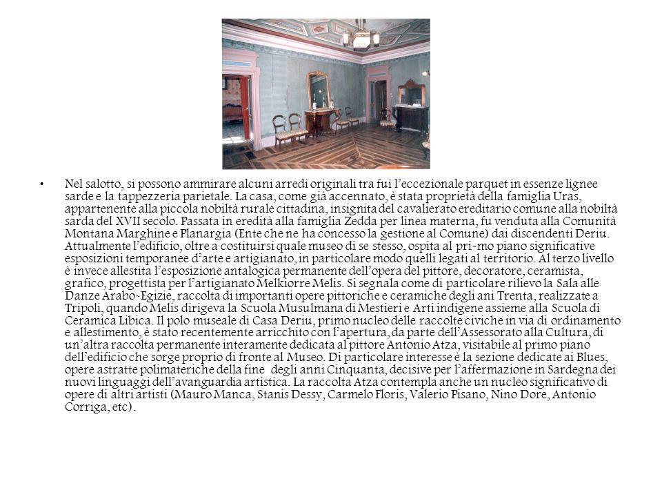 Nel salotto, si possono ammirare alcuni arredi originali tra fui leccezionale parquet in essenze lignee sarde e la tappezzeria parietale. La casa, com