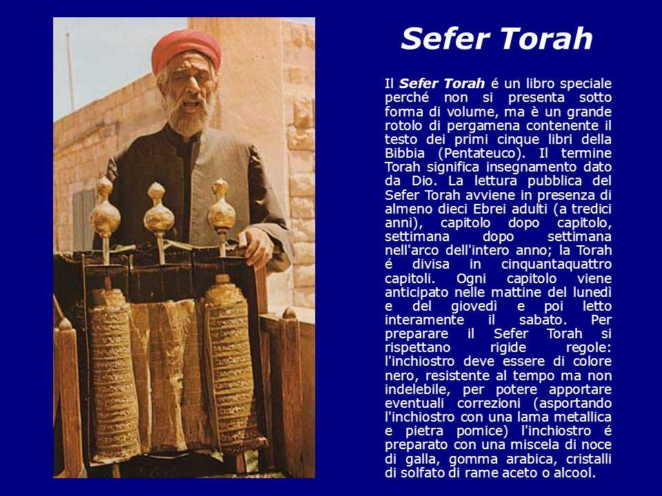 Sefer Torah Il Sefer Torah é un libro speciale perché non si presenta sotto forma di volume, ma è un grande rotolo di pergamena contenente il testo de