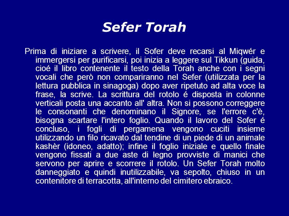 Yad Durante la lettura del Sefer Torah le mani non debbono mai giungere a contatto con la pergamena, per tenere il segno si usa lo Yad, una piccola mano indicatrice.