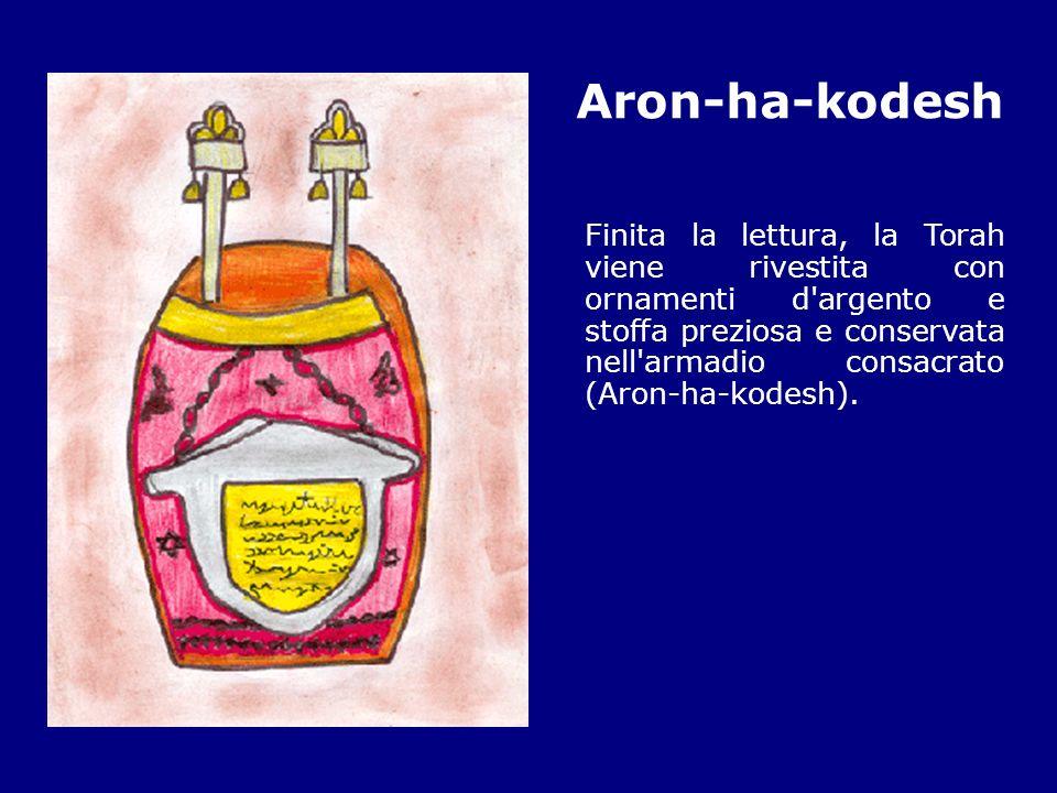 Aron-ha-kodesh Finita la lettura, la Torah viene rivestita con ornamenti d'argento e stoffa preziosa e conservata nell'armadio consacrato (Aron-ha-kod