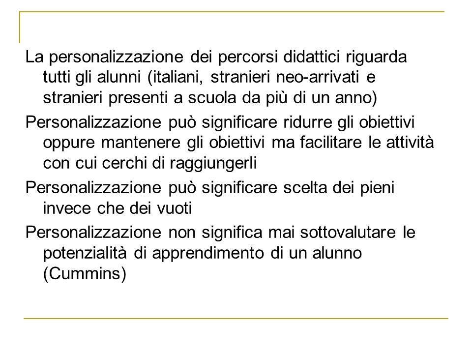 DPR 394/99 e Linee guida PAT settembre 2006 DPR: Il collegio dei docenti definisce, in relazione al livello di competenza dei singoli alunni stranieri, il necessario adattamento dei programmi di insegnamento; allo scopo possono essere adottati specifici interventi individualizzati o per gruppi di alunni per facilitare lapprendimento della lingua italiana … PAT: Benché la norma non accenni alla valutazione, ne consegue che il possibile adattamento dei programmi per i singoli alunni comporti un adattamento della valutazione, anche in considerazione degli orientamenti generali su questo tema, espressi nella normativa provinciale e nazionale, che sottolinea fortemente lattenzione ai percorsi personali degli alunni.