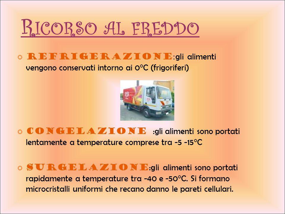 R ICORSO AL FREDDO Refrigerazione : gli alimenti vengono conservati intorno ai 0°C (frigoriferi) Congelazione : gli alimenti sono portati lentamente a