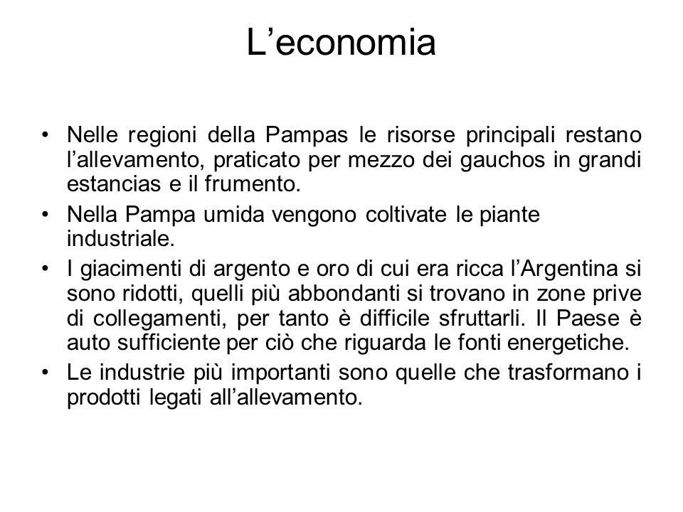 Leconomia Nelle regioni della Pampas le risorse principali restano lallevamento, praticato per mezzo dei gauchos in grandi estancias e il frumento. Ne