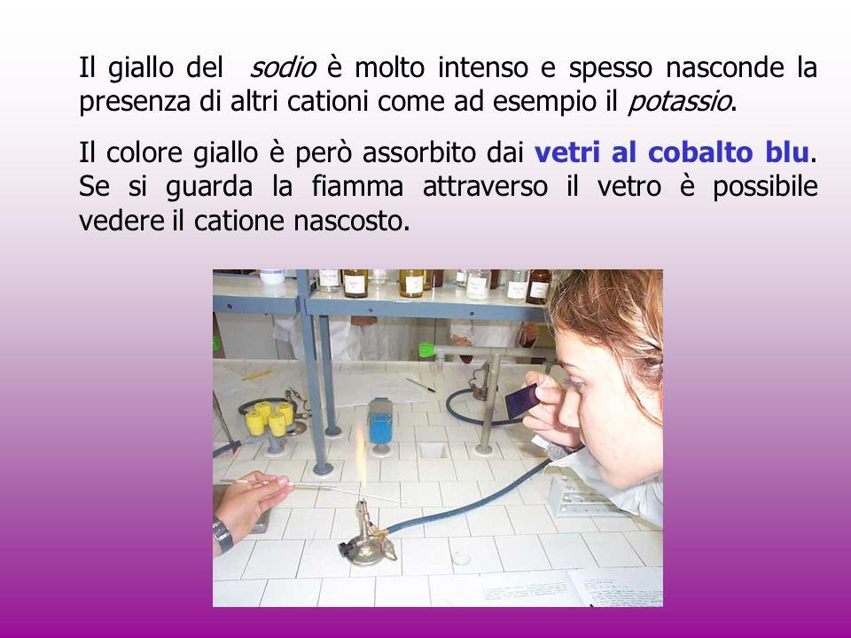 Potassio ( K ): violetto, si manifesta subito ed è poco persistente.