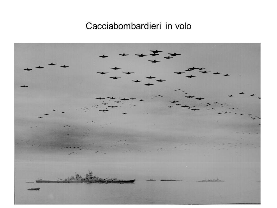 Cacciabombardieri in volo