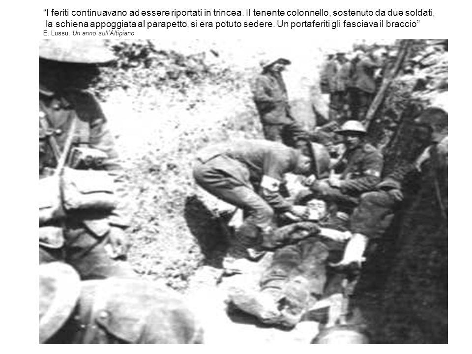 I feriti continuavano ad essere riportati in trincea. Il tenente colonnello, sostenuto da due soldati, la schiena appoggiata al parapetto, si era potu