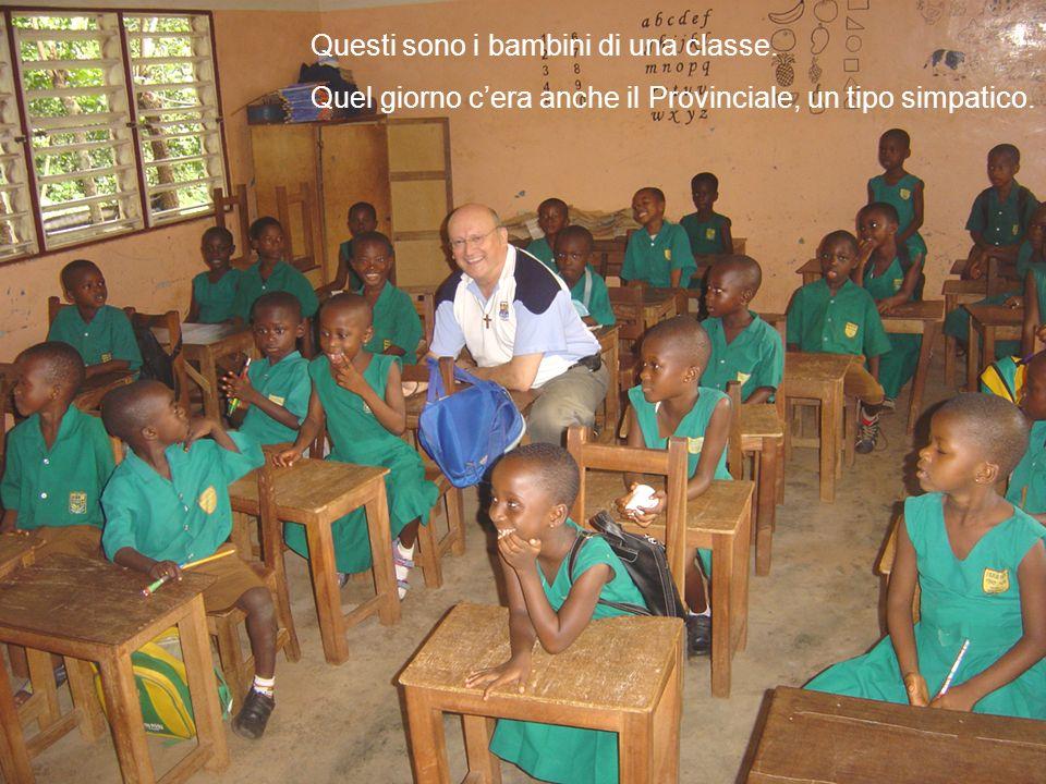Questi sono i bambini di una classe. Quel giorno cera anche il Provinciale, un tipo simpatico.